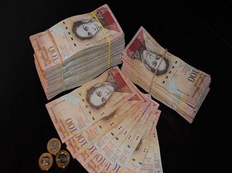 Руководитель Венесуэлы объявил осрочной остановке обращения самой крупной купюры