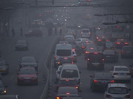 Встолице Китая объявили красный уровень угрозы из-за смога