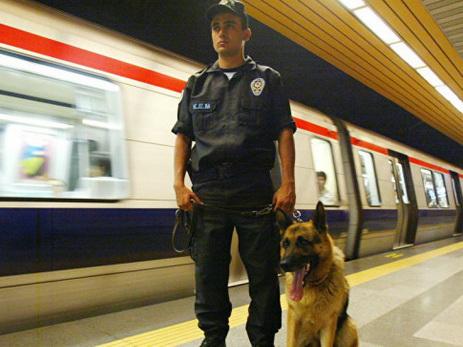 В Стамбуле из-за сообщения о террористе закрыли станцию метро