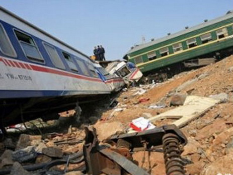 СМИ: 22 человека пострадали при столкновении поездов в Сербии