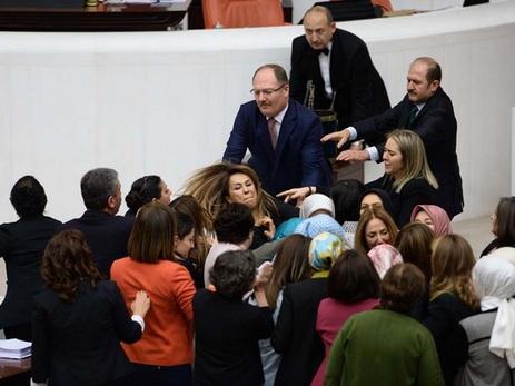 ВТурции начинают 2-ой тур голосования заусиление власти Эрдогана