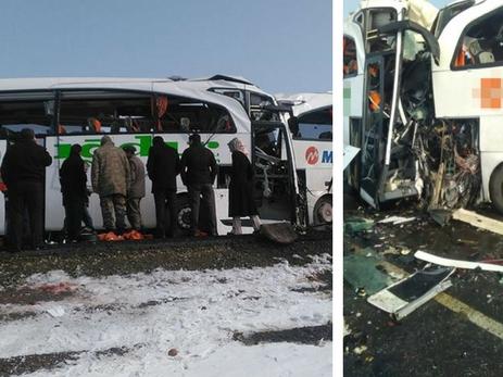 Встолкновении автобусов вТурции погибли 8 жителей Азербайджана