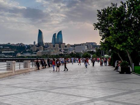 На бакинском бульваре появился бесплатный общественный интернет