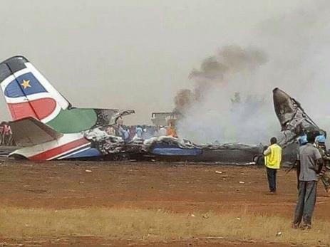 При крушении самолета в Южном Судане выжили все пассажиры - ФОТО - ОБНОВЛЕНО