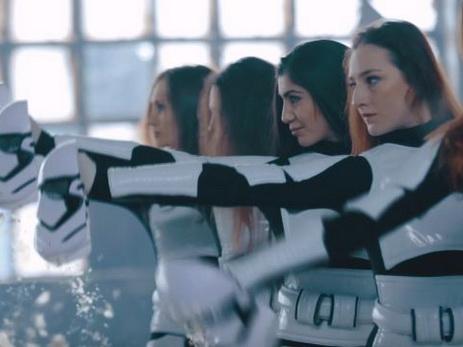 За кулисами: азербайджанские гимнастки в роли героев «Звездных войн» - ВИДЕО