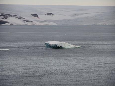 Размещено фото расколовшегося ледника вГренландии