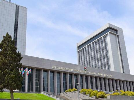 На заседании комитета Милли Меджлиса возник спор между депутатами