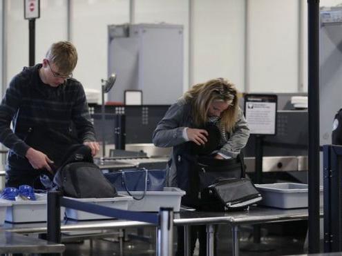 В аэропорту Лос-Анджелеса не заметили пистолет в сумке пассажирки – ВИДЕО