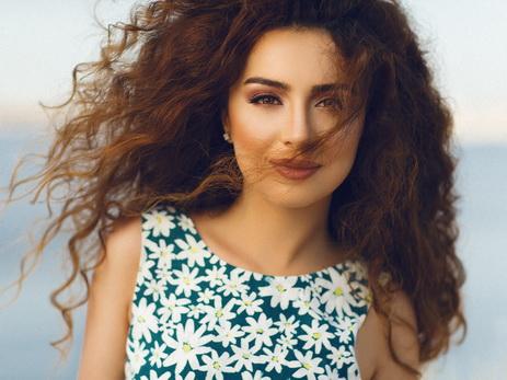 Один весенний день: актриса и телеведущая Кямаля Пириева в объективе фотографа Бахруза Ализаде - ФОТО