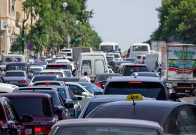 Сегодня вечером будет частично ограничено движение на трех оживленных дорогах Баку