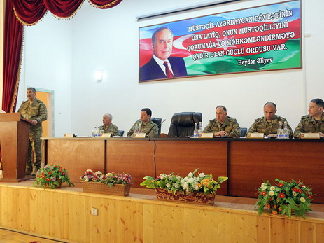 Министр обороны приказал командирам соединений не давать передышки противнику - ФОТО