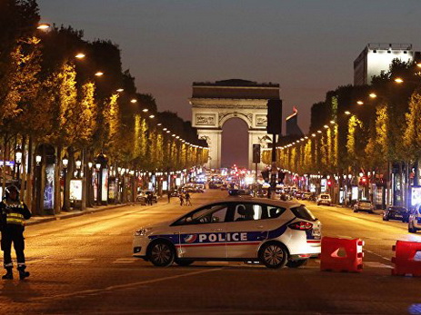 Встолице франции неизвестные устроили стрельбу сполицейскими, необошлось без жертв