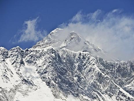 85-летний непалец скончался наЭвересте при попытке побить рекорд