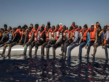 ВСредиземном море засутки спасены 3 тысячи мигрантов