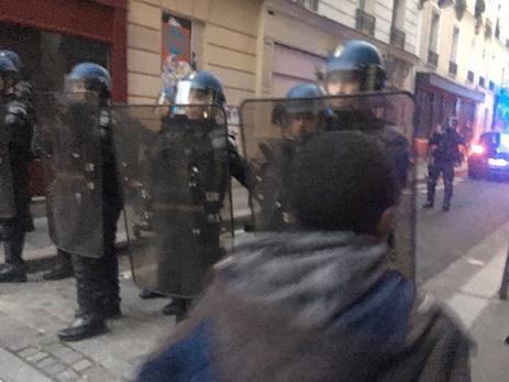 Впроцессе протестов встолице франции был схвачен корреспондентRT