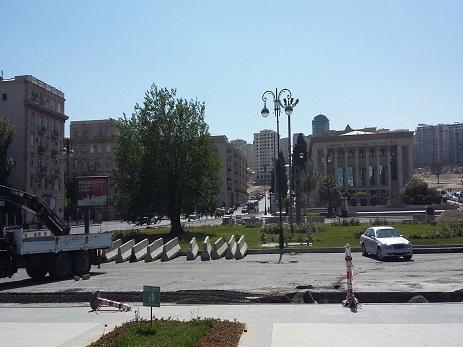 На месте бывшего круга Физули строится продолжение Зимнего бульвара – ФОТО