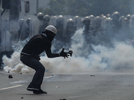 Бронетехника сосредотачивается врайоне президентского замка встолице Венесуэлы
