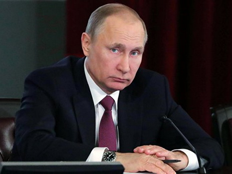 Путин втелефонном разговоре скоролем Бахрейна призвал кдиалогу поКатару