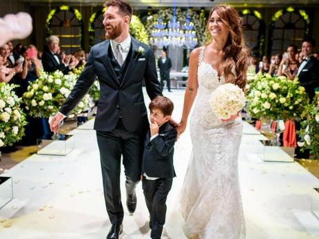 Мать Лионеля Месси испортила настроение его невесте, надев на свадьбу сына почти такое же платье - ФОТО