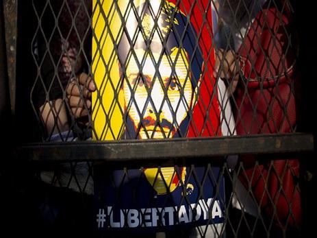 Лидера оппозиции Венесуэлы перевели изтюрьмы под домашний арест