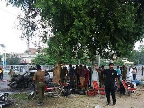 В итоге взрыва впакистанском Лахоре погибли 16 человек