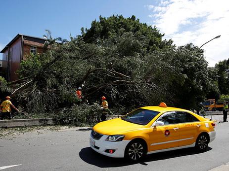 Из-за тайфуна вТайване пострадали неменее 100 человек
