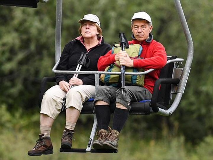 СМИ докладывают о«несчастной» Ангеле Меркель наотдыхе вИталии