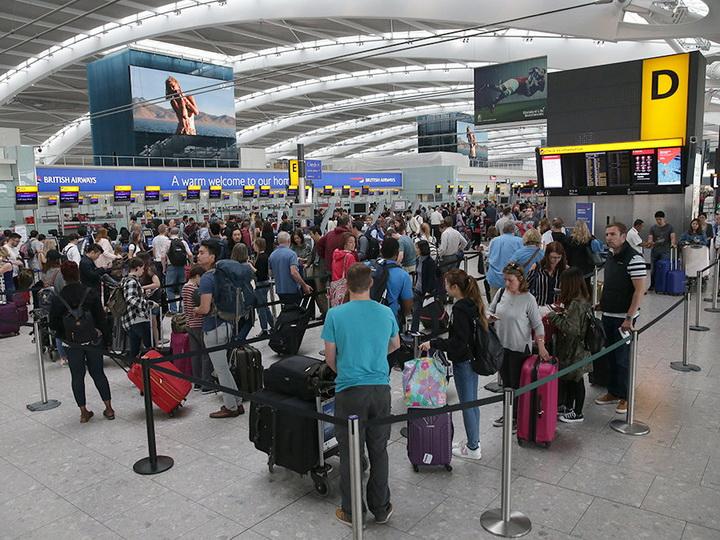 Сотрудники аэропорта вИспании устроили забастовку