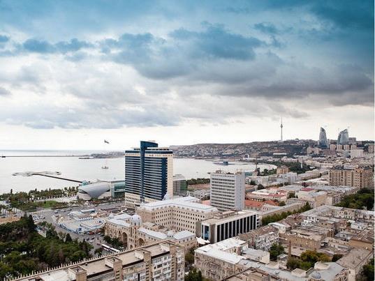 В воскресенье в Баку пасмурно и туман