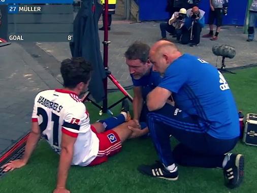 Футболист «Гамбурга» получил серьезную травму по время празднования забитого гола - ВИДЕО