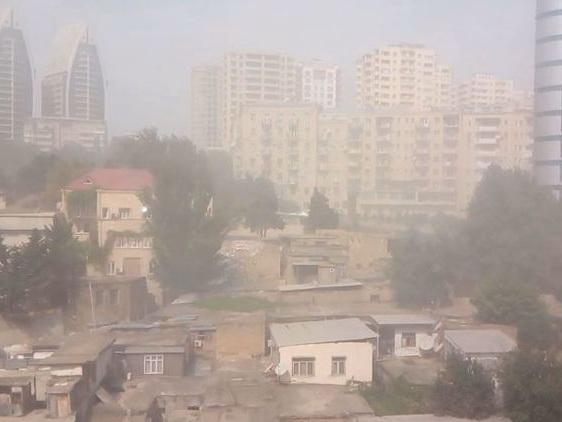 Баку окутал пыльный туман, пришедший сТуркменистана