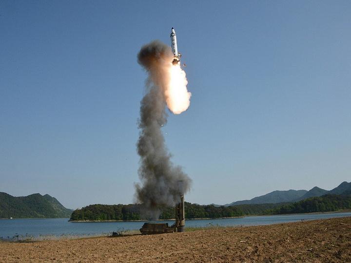 Лидер КНДР потребовал наращивать производство ракетных моторов  иэлементов боеголовок
