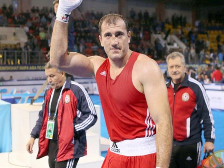Магомедрасул Меджидов стал трехкратным чемпионом мира по боксу в весе свыше 91 кг
