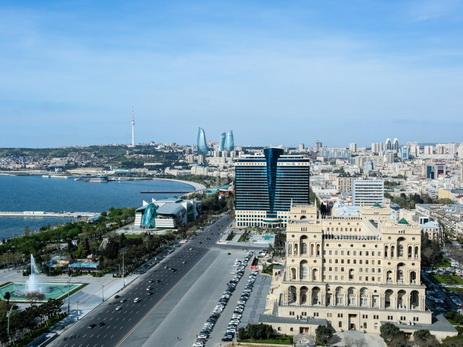 В Баку в пятницу сохранится теплая погода