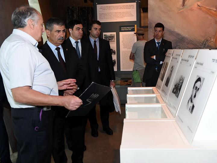 Министр обороны Азербайджана посетил музей Холокоста – ФОТО