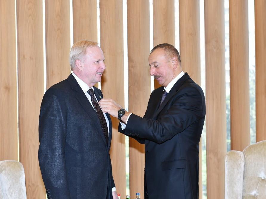 Президент Ильхам Алиев вручил Роберту Дадли орден «Достлуг» - ФОТО