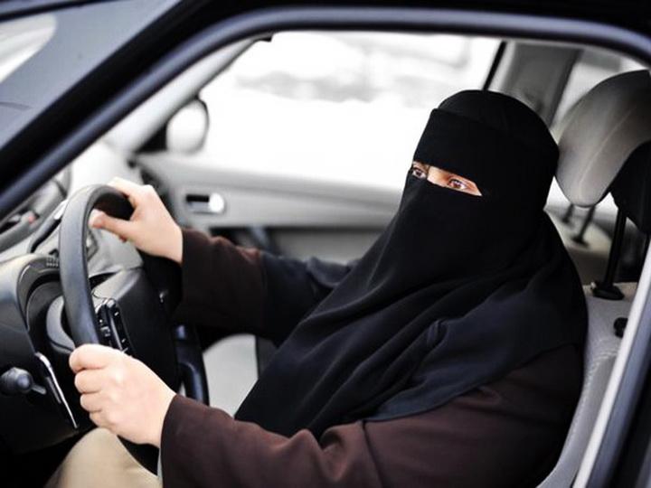 Мусульманкам в Германии запретили водить машину с закрытым лицом