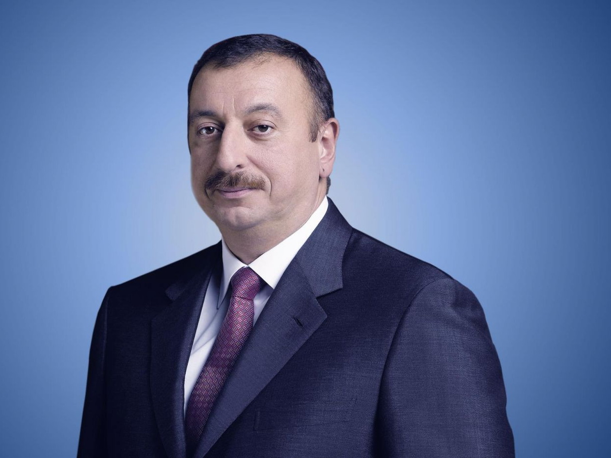 Президент Ильхам Алиев поздравил короля Бахрейна