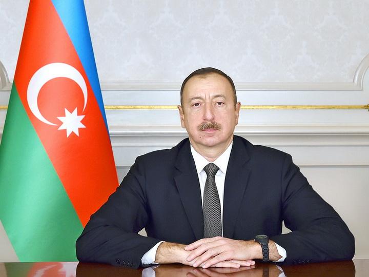 Президент Ильхам Алиев наградил группу энергетиков