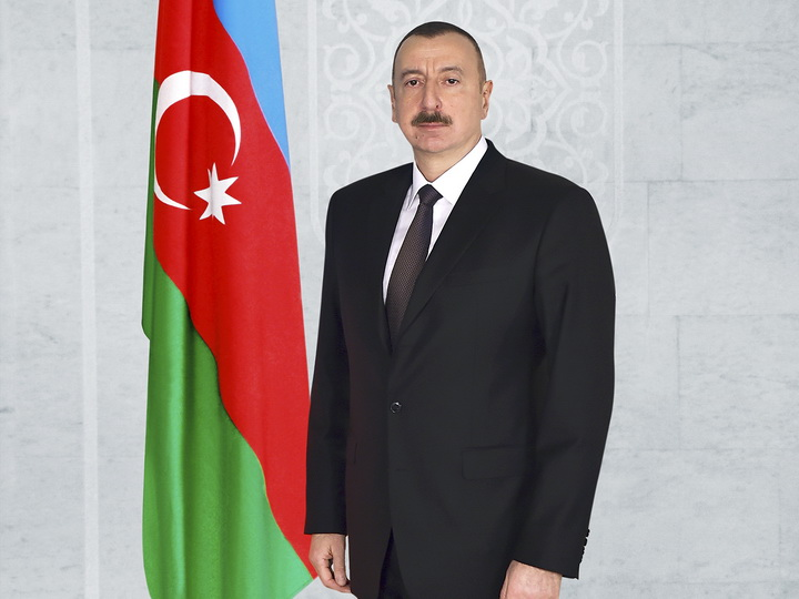 Президент Ильхам Алиев поздравил президента Палестины