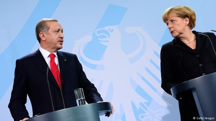 Зачем Меркель поехала к «своему спасителю» в Анкару?