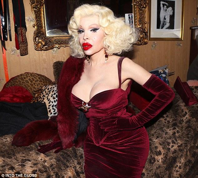 Фото трансвеститов знаменитые стройные голые девушки