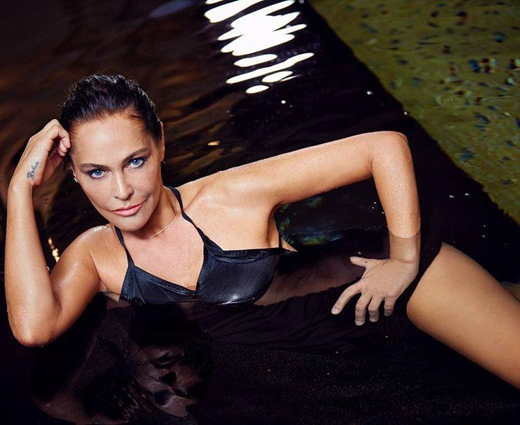 Скрытно сняты голых актрис и певиц фото 385-476