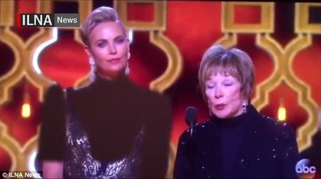 Оскар-2017: вИране закрасили декольте Шарлиз Терон при трансляции