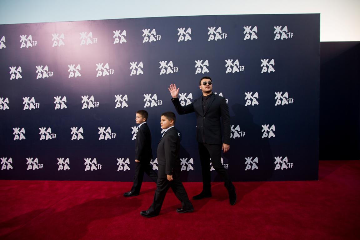 Звезды на красной дорожке церемонии закрытия международного фестиваля «Жара-2017»
