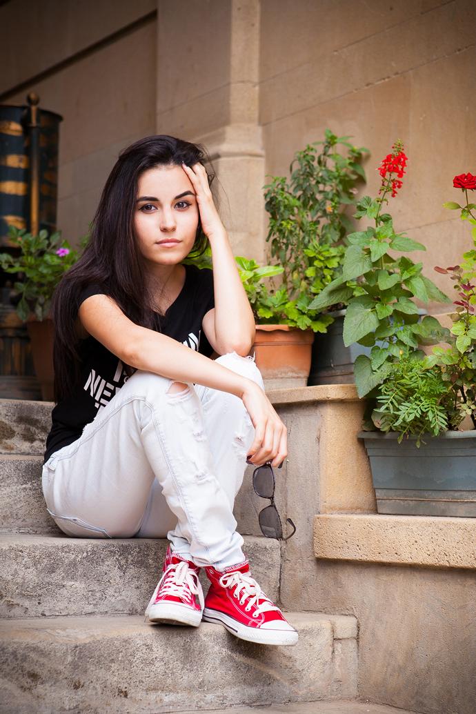 фото девушки лет 19