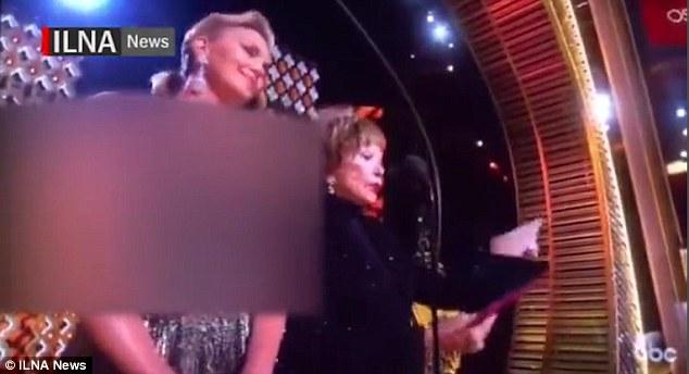 Иранское телевидение закрасило декольте выступавшей на«Оскаре» Шарлиз Терон