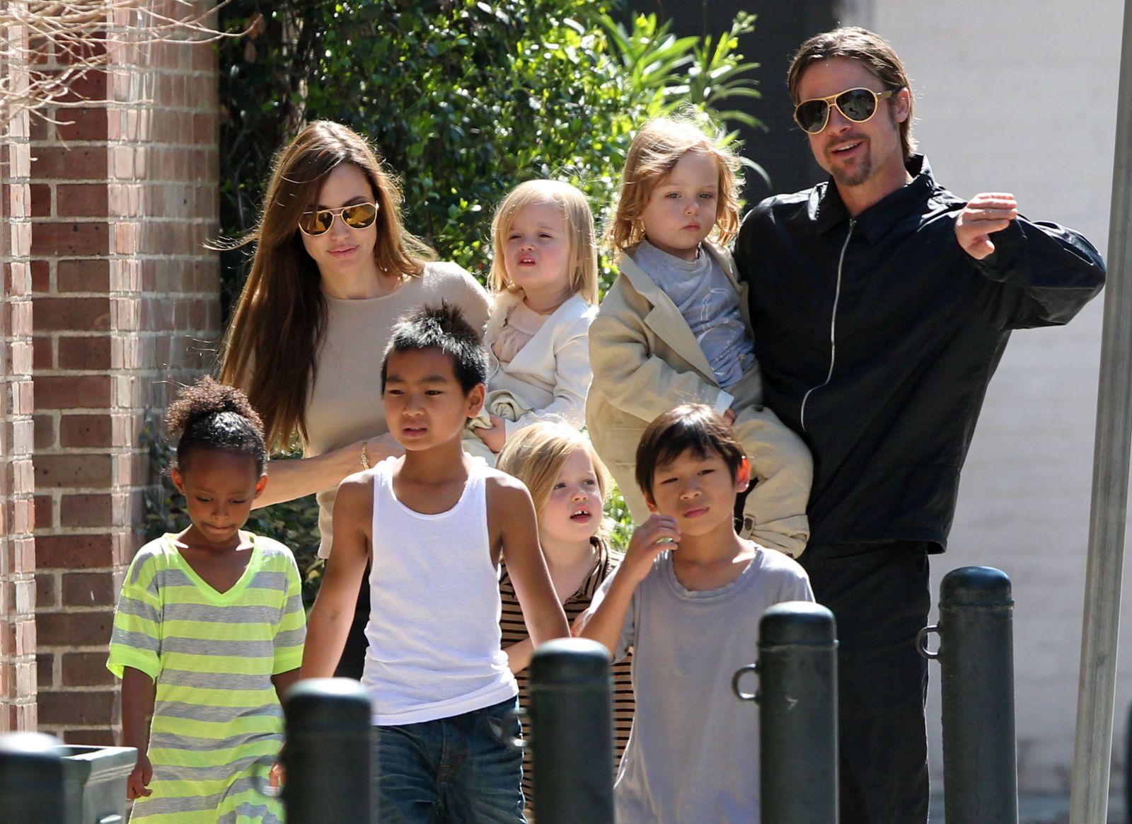 Анджелина Джоли вышла всвет вместе сдочерью