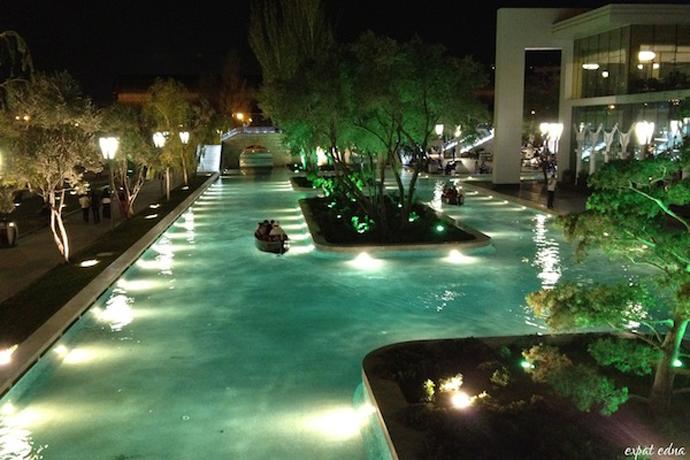 http://1news.az/uploads/images/23%20-%20Faux-Venice-Baku.jpg