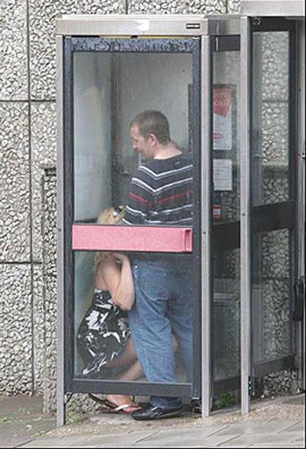 Секс в телефоной будке фото 746-283